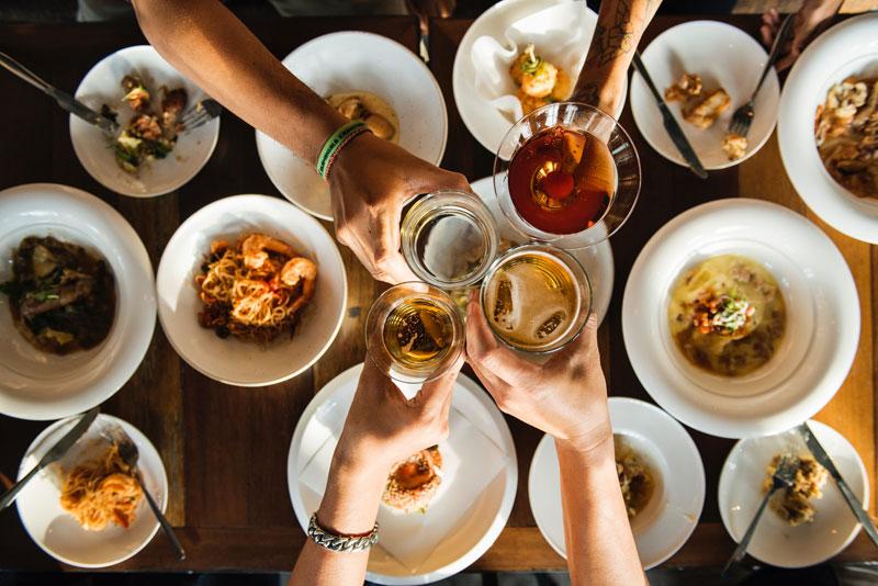 Mange de façon à manger ce que tu manges, et non pas de manière à être dévoré par ta nourriture.