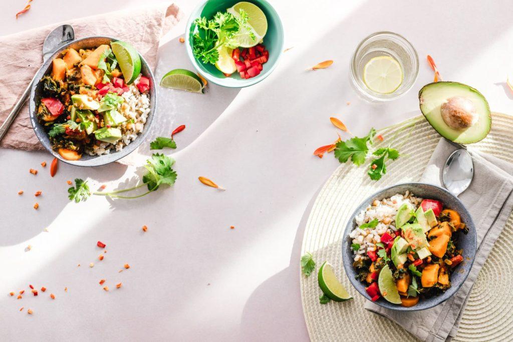 Passer des aliments trop caloriques aux aliments plus nutritifs